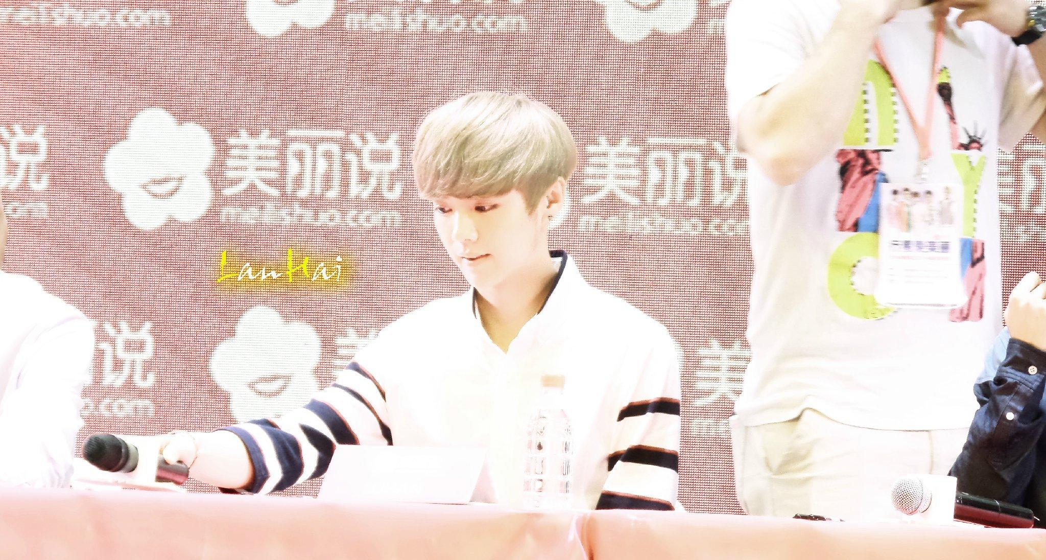 140728 Luhan at Meilishou Fansign -2