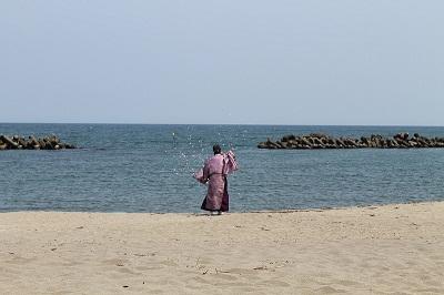 浜中・モイレ海水浴場 浜開き 2014年7月18日 025 神事 遠目から