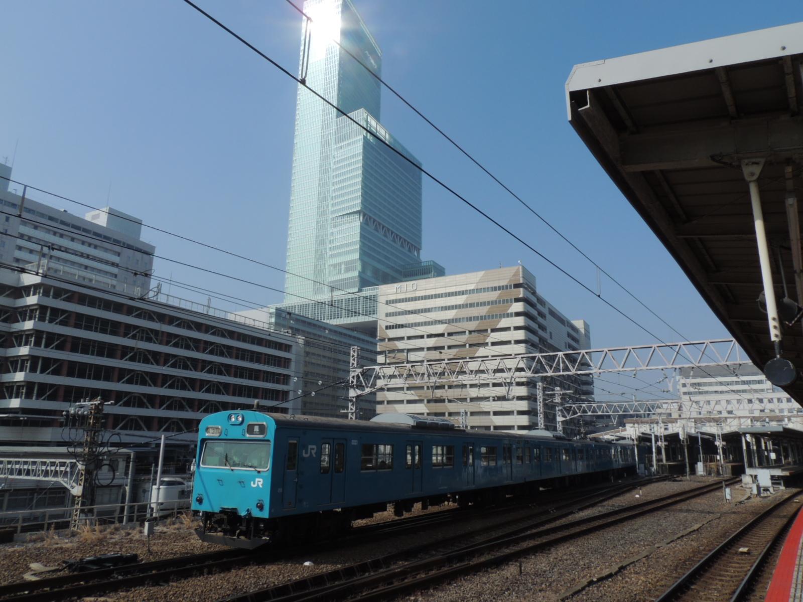 103系阪和線とあべのハルカス