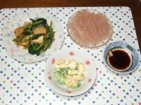 2/22 夕食 小松菜と厚揚げの桜えび炒め、海老とブロッコリーのサラダ、刺身こんにゃく、もやしと油揚げの味噌汁