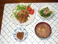 2/25 夕食 豚肉と玉ねぎのカレー風味炒め、干しえのきの佃煮、なばなの辛子醤油和え、もやしと油揚げの味噌汁