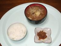 2/26 昼食 干しえのきの佃煮、豚肉ともやしとジャガイモの味噌汁、雑穀ご飯
