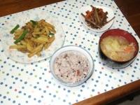 3/17 夕食 豚肉とじゃがいものカレー炒め、きんぴら、具だくさん味噌汁、雑穀ご飯