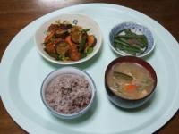 3/21 夕食 鶏と野菜の黒酢あん、いんげんの胡麻和え、具だくさん味噌汁、雑穀ご飯