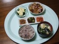 3/23 夕食 イカ大根、ブロッコリーのタルタルサラダ、なめたけ、オクラもずく酢、キムチ、具だくさん味噌汁、雑穀ご飯