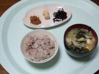 3/24 朝食 なめたけ、焼きたらこ、しそ昆布、具だくさん味噌汁、雑穀ご飯