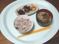 3/25 朝食 玉子焼き、ひじき豆、しそ昆布、雑穀ご飯、なめこの味噌汁
