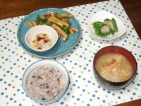 3/25 夕食 青椒肉絲、水餃子、スナップえんどうの明太マヨがけ、雑穀ご飯、白菜と厚揚げ・エノキの味噌汁