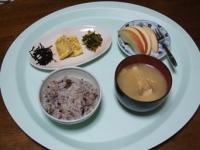3/26 朝食 玉子焼き、明太高菜、しそ昆布、雑穀ご飯、白菜と厚揚げ、えのきの味噌汁