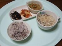 3/26 昼食 納豆、キムチ、ひじき豆、カップきのこポタージュ、雑穀ご飯