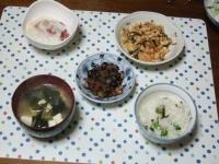 3/26 夕食 まぐろのやまかけ、炒り豆腐、ひじき豆、豆腐とねぎ・ワカメの味噌汁、豆ご飯