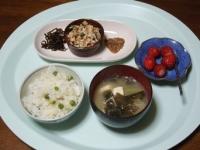 3/27 朝食 入り豆腐、子持ち昆布、なめたけ、豆ご飯、味噌汁、イチゴ