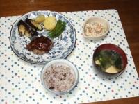 3/27 夕食 ハンバーグ、こんにゃくの白和え、筍とわかめの味噌汁、雑穀ご飯