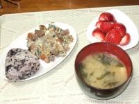3/28 朝食 炒り豆腐の玉子焼き、筍とわかめの味噌汁、おにぎり