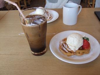 3/28 アイスコーヒーとファンネルケーキアイス添え  サンセットヒルズ