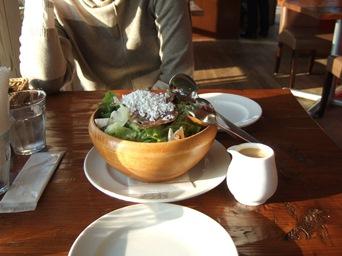 3/28 夕食 サラミとチーズのサラダ  イルキャンティカフェ