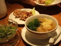 3/30 昼食 サラダ、海老ワンタン麺、油淋鶏   糖朝