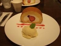 3/30 イチゴのロールケーキアイス添え GIOTTO
