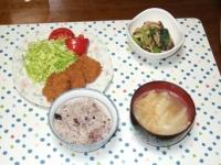 4/13 夕食 レンジ味噌カツ、しめじと小松菜の味噌汁、大根と油揚げの味噌汁、雑穀ご飯