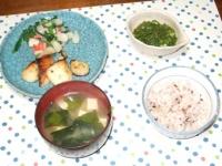 4/22 夕食 メロの味噌漬け、分葱とカニかまのぬた、豆腐とわかめの味噌汁、雑穀ご飯