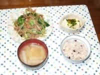 5/9 夕食 肉野菜炒め、冷奴、大根と油揚げの味噌汁、雑穀ご飯