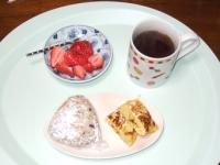 5/10 朝食 雑穀おにぎり(焼きたらこ)、玉子焼き、コーヒー