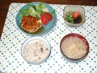 5/27 夕食 チキンハンバーグ、もずく酢、もやしと揚げの味噌汁、雑穀ご飯