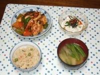 5/28 夕食 厚揚げの酢豚風、寄せ豆腐冷奴、絹さやとジャガイモの味噌汁、桜えびご飯