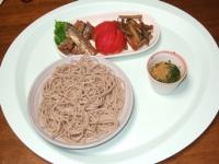 6/18 昼食 ざるそば、さんま(缶詰)、トマト、きんぴら、麦茶