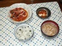 6/19 夕食 イカとトマトのにんにく炒め、冷奴、もやしと油揚げの味噌汁、しらすワカメご飯