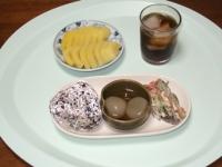6/23 雑穀おにぎり、玉こんにゃく、ごぼうサラダ、キウイ、麦茶