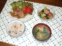 6/25 豚のポン酢焼き、揚げじゃがとブロッコリーのサラダ、水菜と油揚げの味噌汁、雑穀ご飯