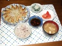 6/28 夕食 餃子、ほうれん草の白和え、トマトの甘酢かけ、もやしと油揚げの味噌汁、雑穀ご飯