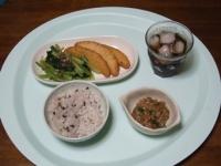 7/7 昼食 納豆、生姜天、小松菜のお浸し、雑穀ご飯、麦茶