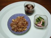 7/9 昼食 納豆チャーハン、きゅうりとタコの塩レモン和え、麦茶