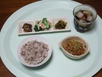 7/21 昼食 納豆、明太高菜、ブロッコリーとカニかま、イワシ梅煮、雑穀ご飯、麦茶