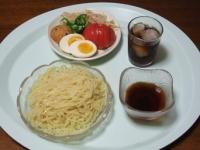 7/22 昼食 ざるラーメン、ゆで卵、蓮根ひろうす、トマト、ピリ辛もやし、オクラ、麦茶