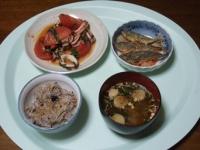 7/22 夕食 イカとトマトのにんにく炒め、小鯵の南蛮漬け、小町麩の味噌汁、雑穀ご飯