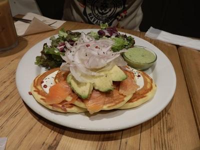 5/31 アボカドとスモークサーモンのパンケーキ   j.s.pancake