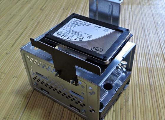 HDDケージにSSD合体