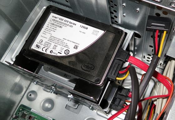 SSDもHDDも接続