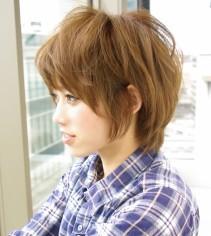 毛先を遊ばせた愛嬌あるクールなマッシュショート 2014年夏 旬の髪型