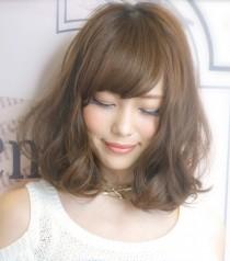 2014年夏に人気のフェミニンなヘアスタイル