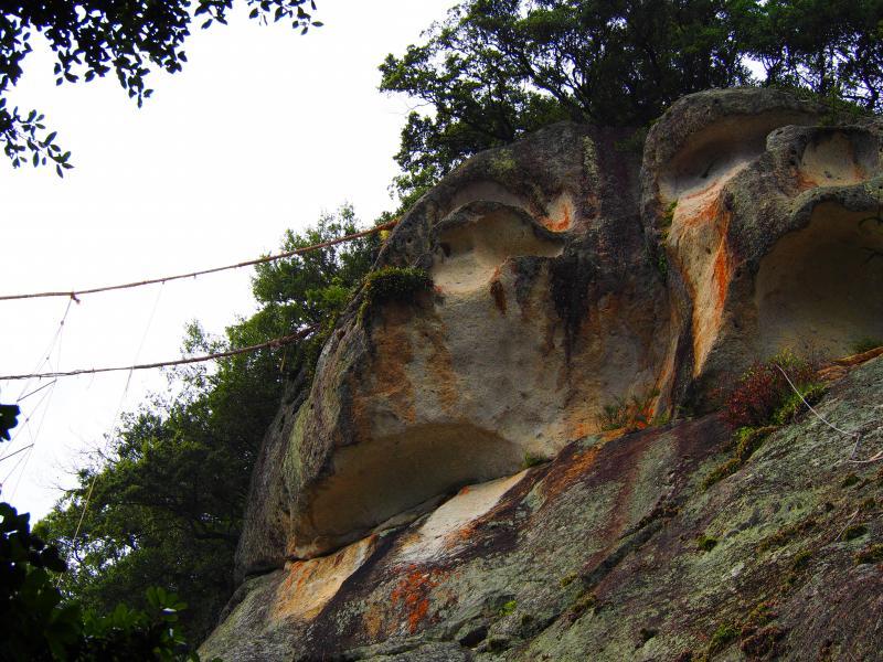 花の窟神社・岩