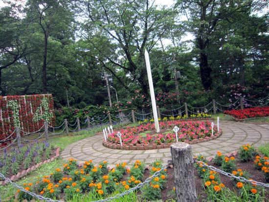 宮沢賢治が設計した日時計花壇