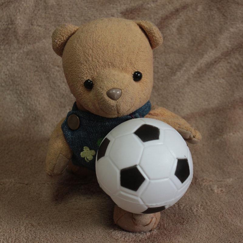サッカーボールと戯れる d