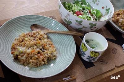 炒飯とサラダ