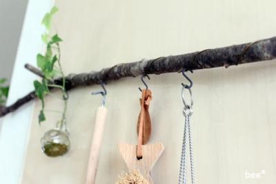 木にワイヤーを巻きフックを付ける