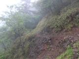 崩落した登山道
