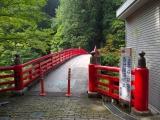 登竜橋を渡る